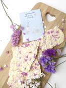 DIY-Schokolade mit essbaren Blüten.jpg