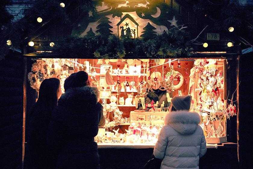 Verkäufer am Weihnachtsmarkt