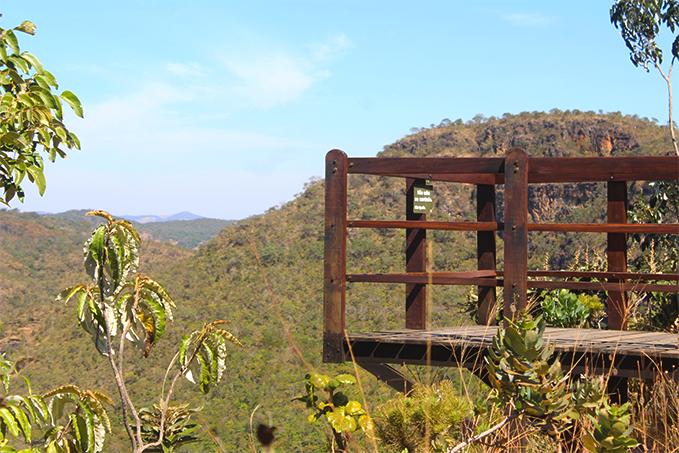 Mirante panorâmico na Cachoeira do Abade permite uma visão dos vales