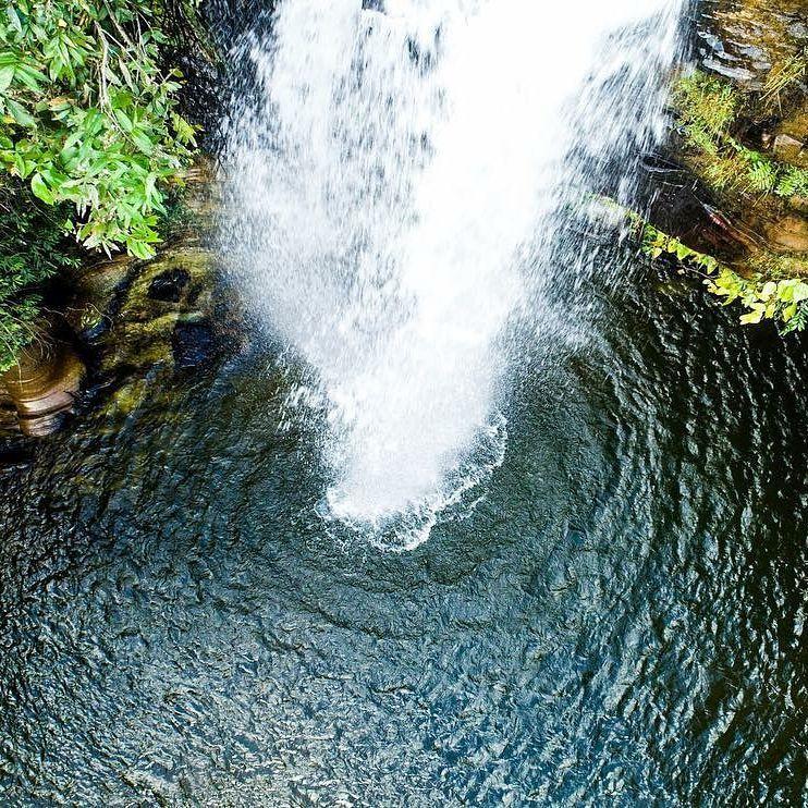 Foto de drone perto da Cachoeira do Abade