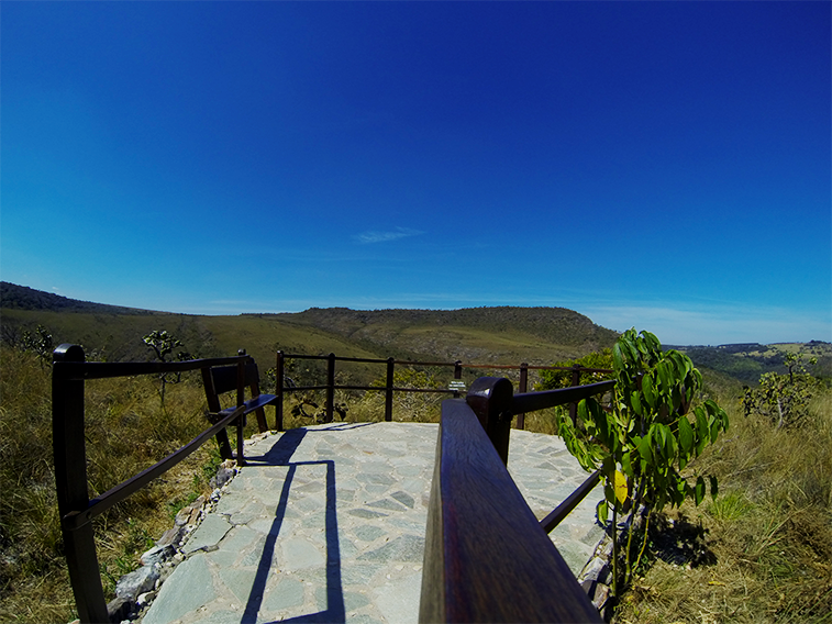 A cachoeira do Abade tem vários mirantes pela trilha