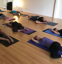 alunos ioga.jpg