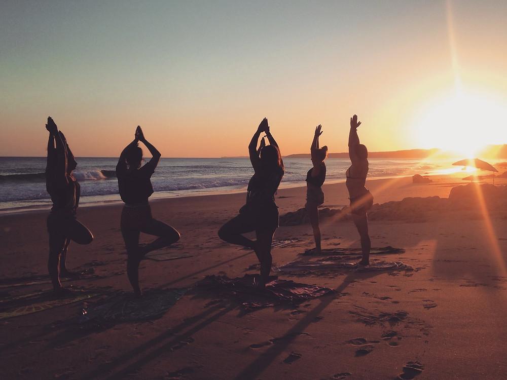 Yoga na praia em Algarve