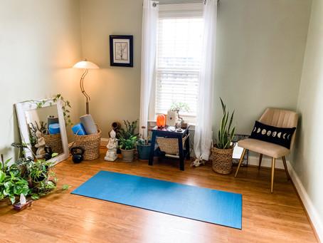 Sua Prática de Yoga em Casa: Props e Substitutos DIY
