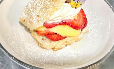 Strawberry Shortcake with lemon curd