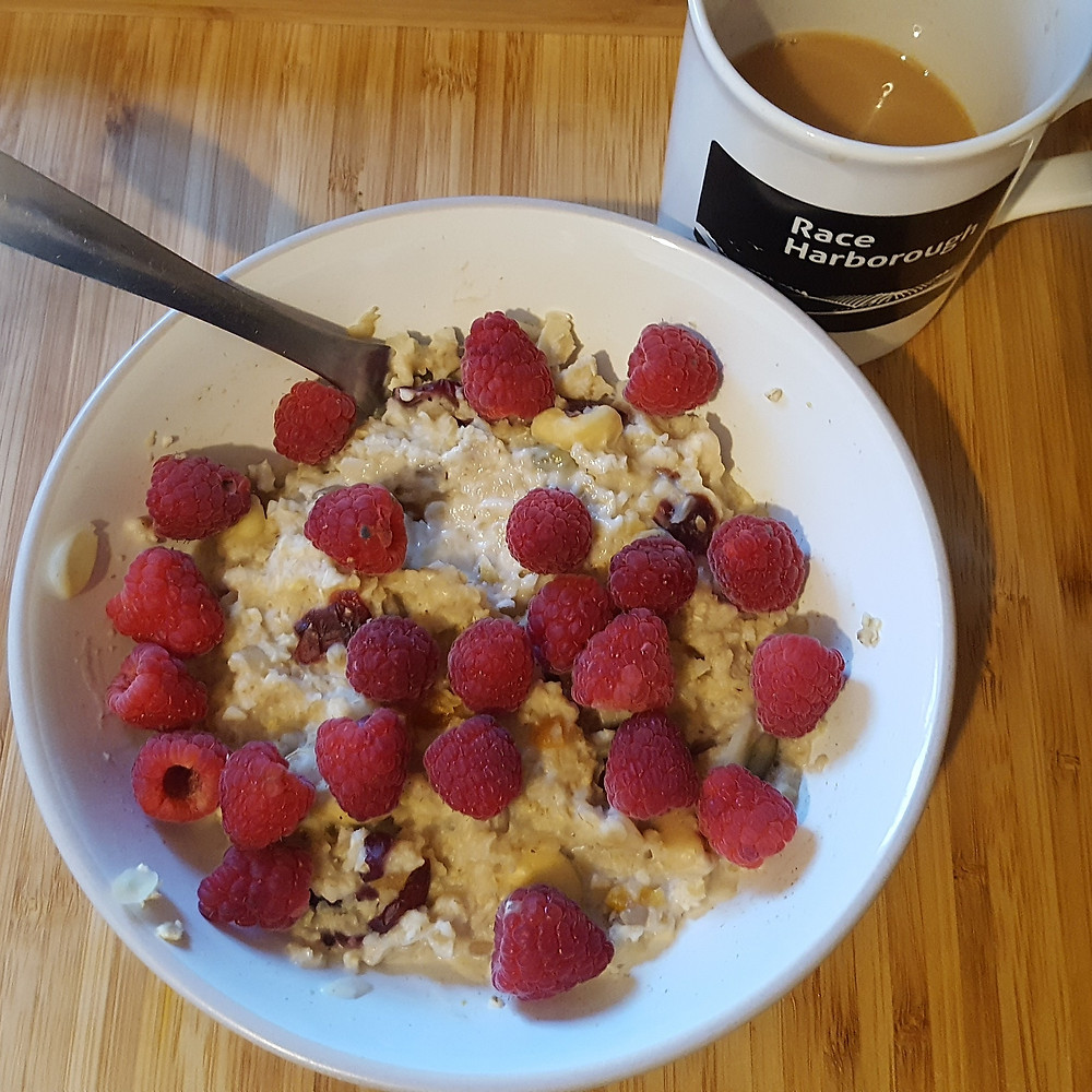 Porridge with fresh fruit and nuts