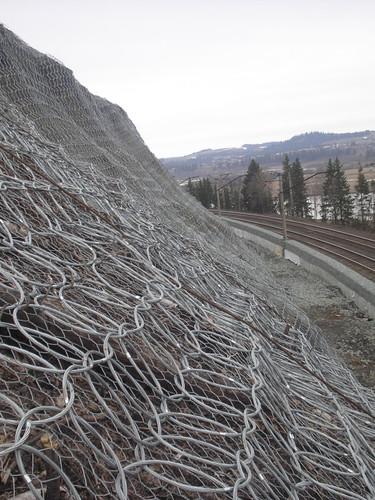 Противокамнепадная завеса из кольчужной сети