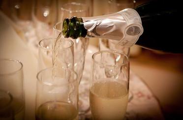 Champagne pour.jpg