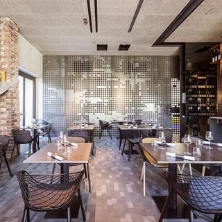 700x500 restaurant.jpg