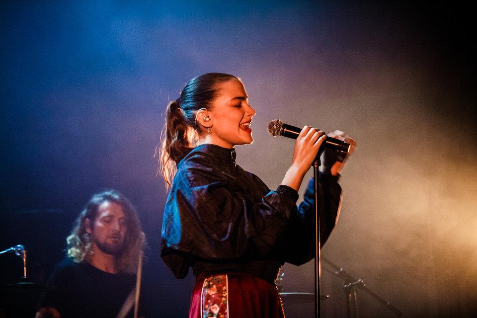 Concert de Her et Claire Laffut au Bikini à Toulouse. Octobre 2018. Marie Fort - Film Begin.