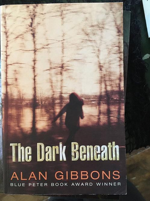 The Dark Beneath (Paperback) Alan Gibbons (author)