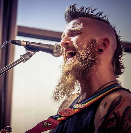 Rainbow Alex singing at Tattoo Convention Bodensee
