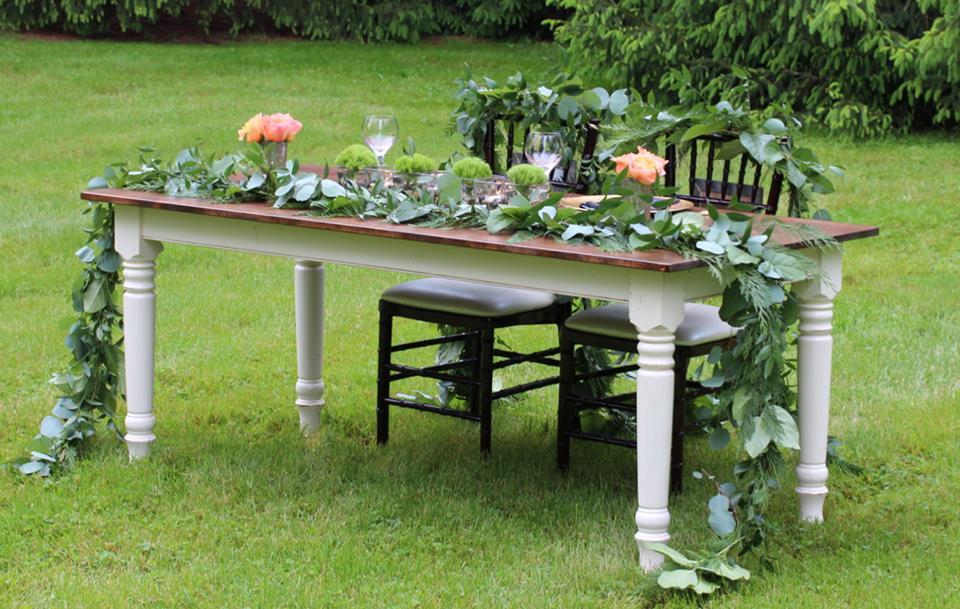 Sweetheart farm table