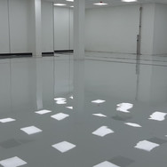 Self-levelling screed at a ceramic company