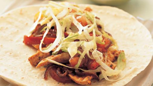 Chicken fajitas with tomato salsa