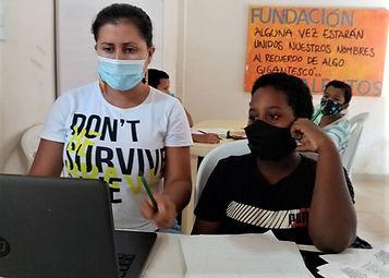 Foto orienta en tareas Fundacion Talento