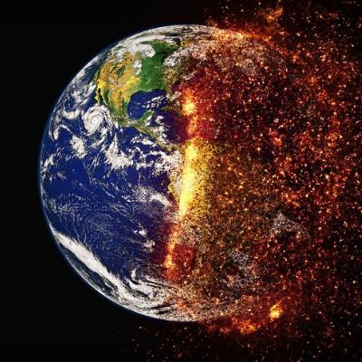 A imagem de satélite é uma representação artística do aquecimento da Terra. Sobre um fundo escuro tem-se uma bola representando o planeta Terra. Na metade esquerda da bola se pode ver tons azuis (representando o oceano), tons verdes (representando a terra – hemisfério norte de um mapa) e partes em branco (representando a movimentação das nuvens). Da metade direita do planeta saem partículas em vermelho e laranja como representação de fogo (aquecimento).