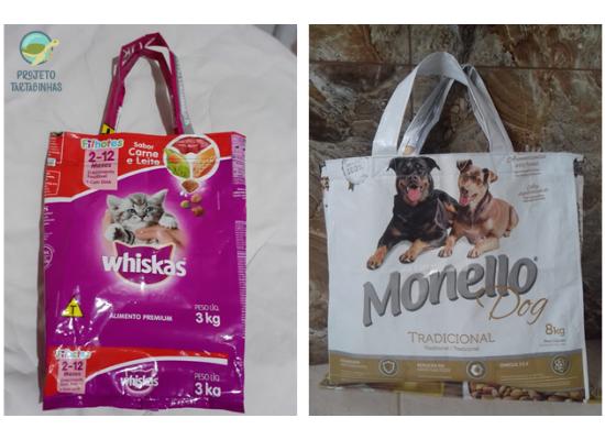 Duas imagens de sacolas retornáveis feitas de sacos de ração. à esquerda uma sacola de cor rosa com a imagem de um gato e à direita uma sacola branca com uma imagem de dois cães.