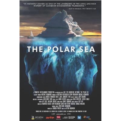 Foto do documentário The Polar Sea. Ao fundo há um iceberg visto tanto da superfície quanto do fundo do mar.