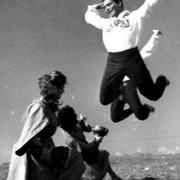 על גוף סמלי וגוף פיזי: ייצוגיות וחריגּות בשדה המחול העממי הישראלי / דינה רוגינסקי