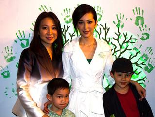 JUCCCE Distributes CFLs with Li Bingbing