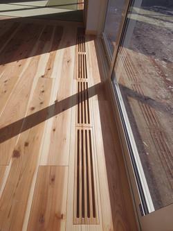 床吹き出し口 床と合わせてスギで製作
