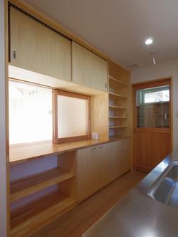 キッチン収納 裏は居間収納壁