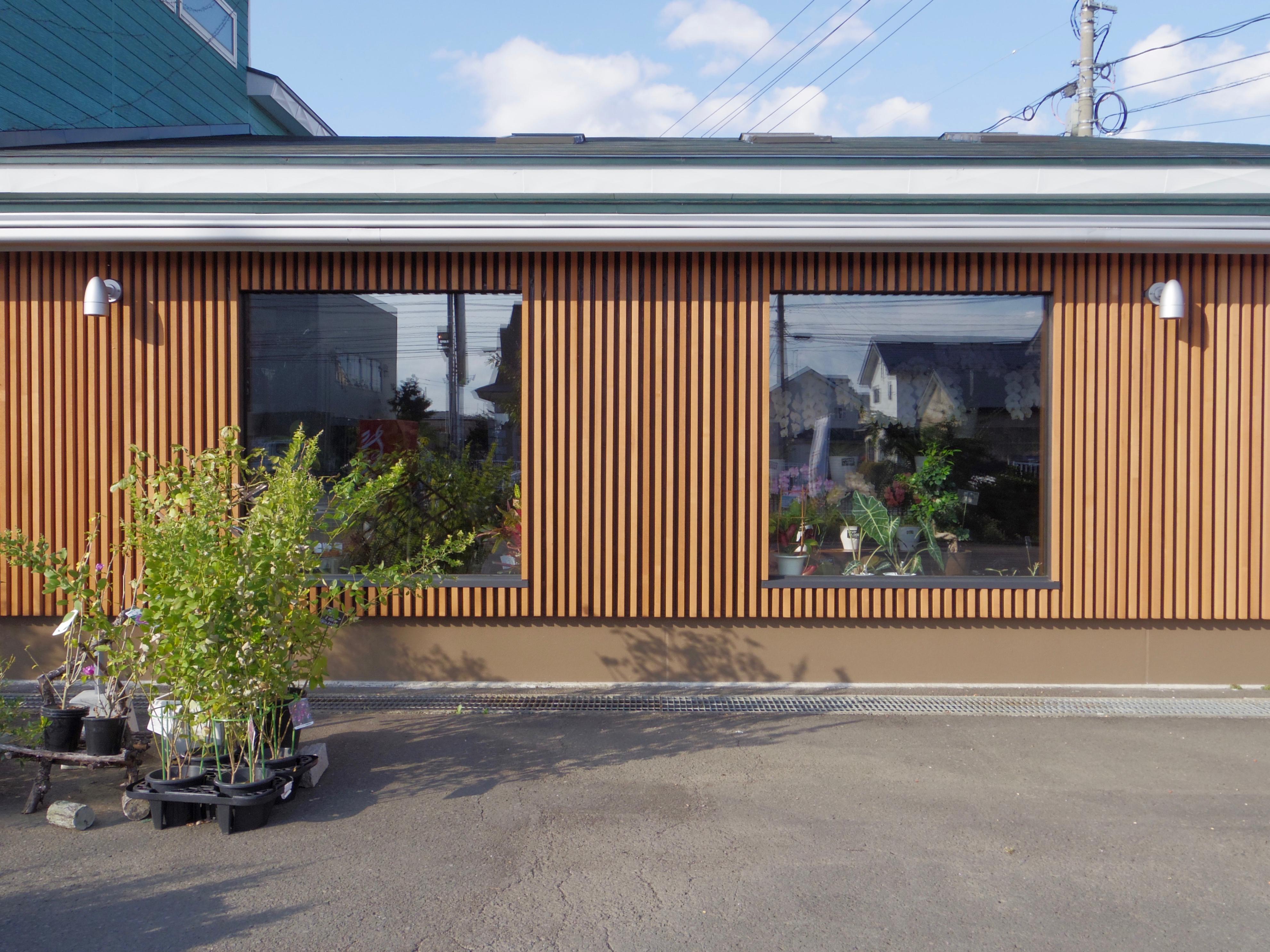 花ドーム 木の格子と窓