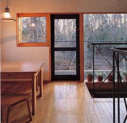 キッチンから居間側を見る。