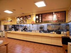 店内 厨房とカウンター
