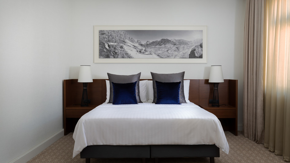 MH_EVNMC_Vice_Pres_Suite_Bedroom.jpg