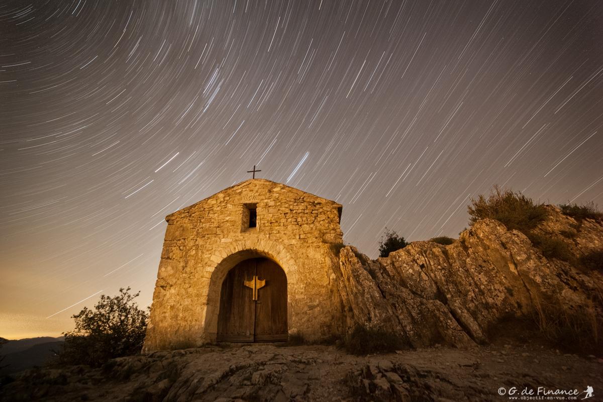 Pluie d'étoiles sur la chapelle