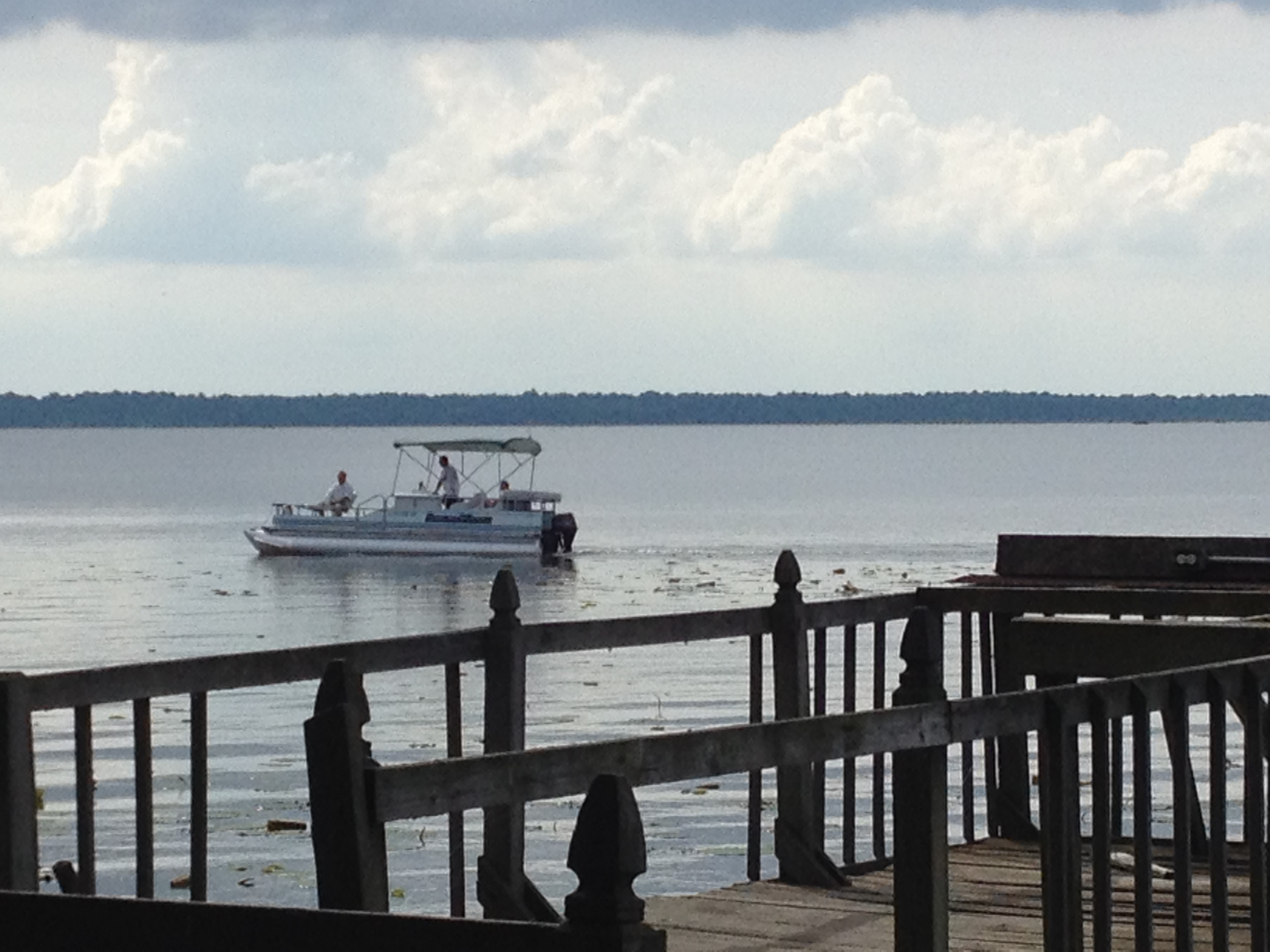 Stay and enjoy the beautiful breeze from the Reelfoot Lake
