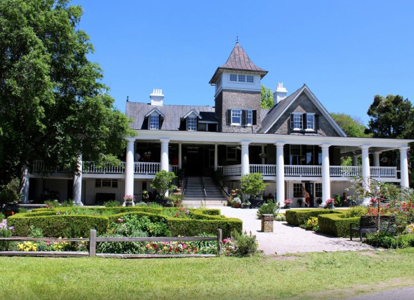 Magnolia Plantation is one of the oldest plantations in the South, dating back 10 1676.