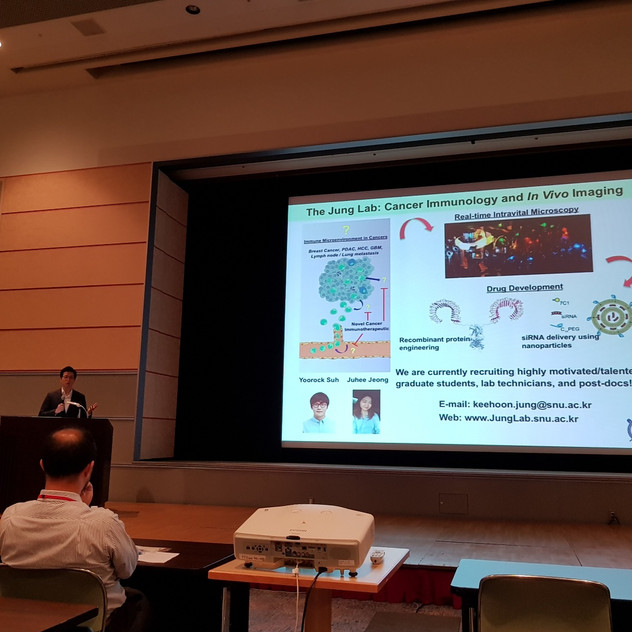 Prof. Jung giving a talk at the 16th K-J symposium on vascular biology in Osaka, Japan!