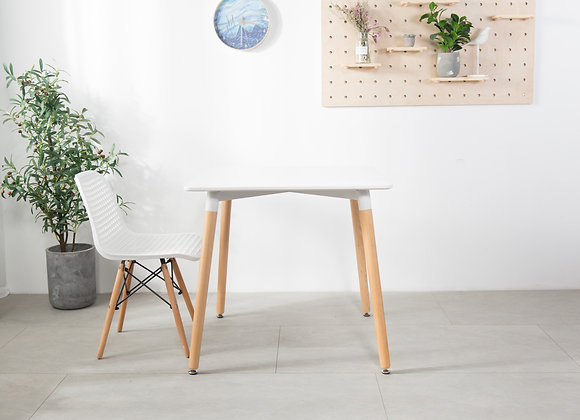 """שולחן עץ מעוצב 70*70ס""""מ"""