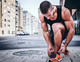 Uomo si prepara ad allenamento