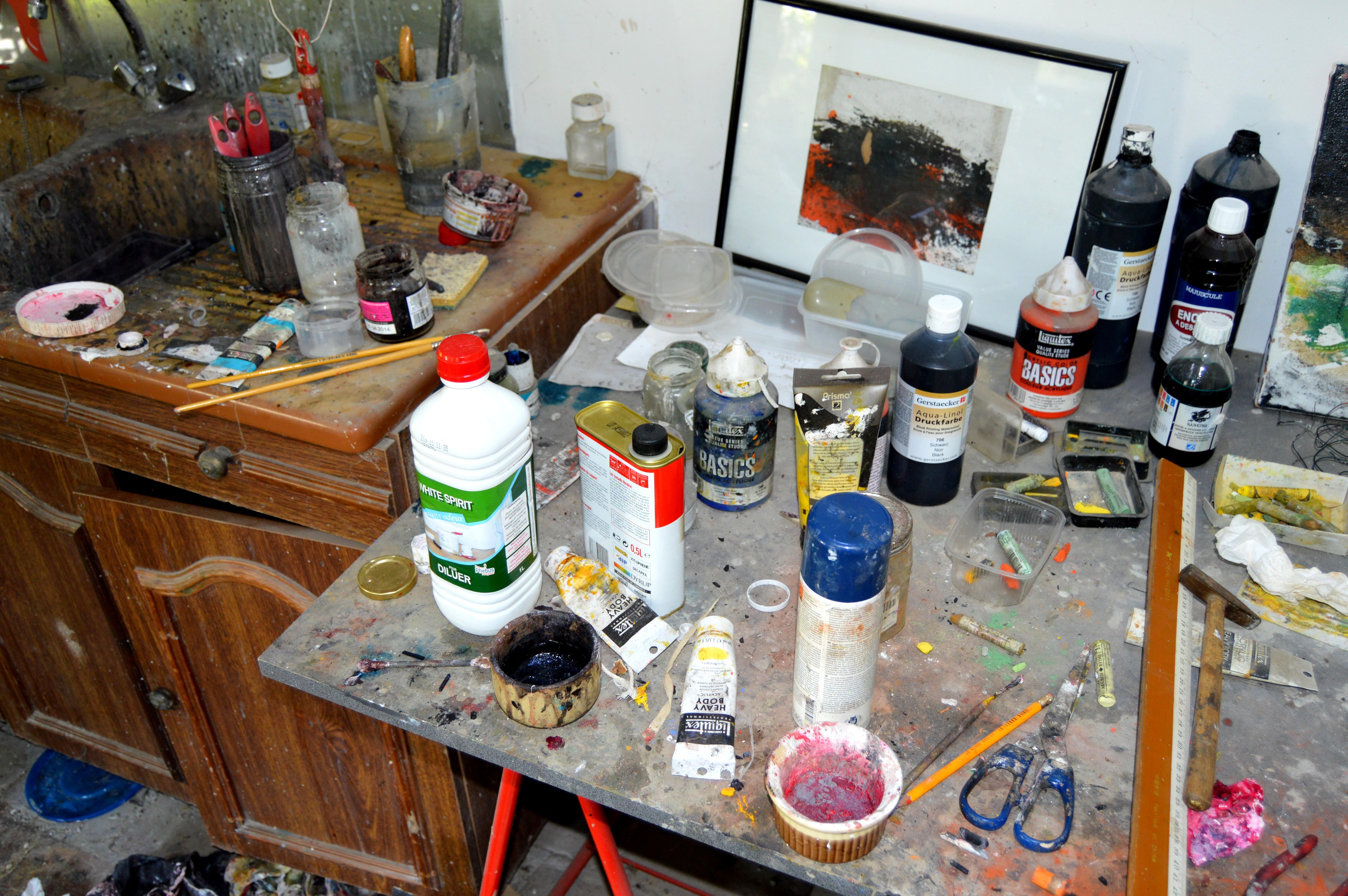 acrylique, encres, pastels....aussi.