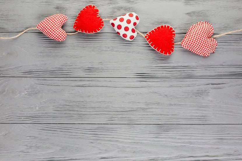 Herz Hindergrund graues Holz.jpg