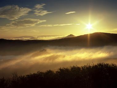 Východ slunce nad Pěnkavčím vrchem