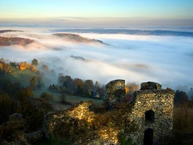 Mlhavé ráno pod Tolštejnem