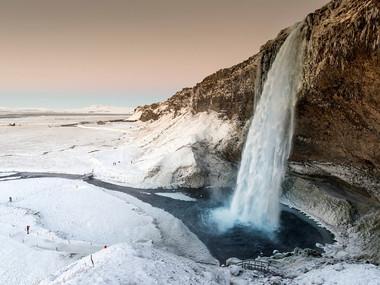 Seljalandsfoss v zimě