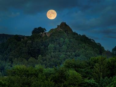 Měsíční úplněk nad Tolštejnem