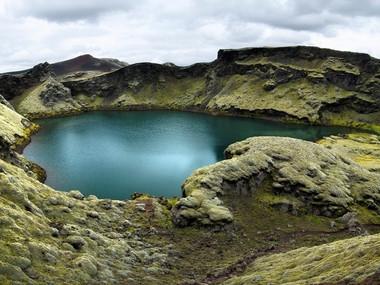 Jezírko Tjarnagígur v oblasti Lakagígar