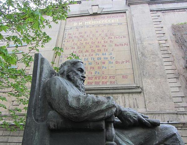Estátua de Mendeleev na Rússia