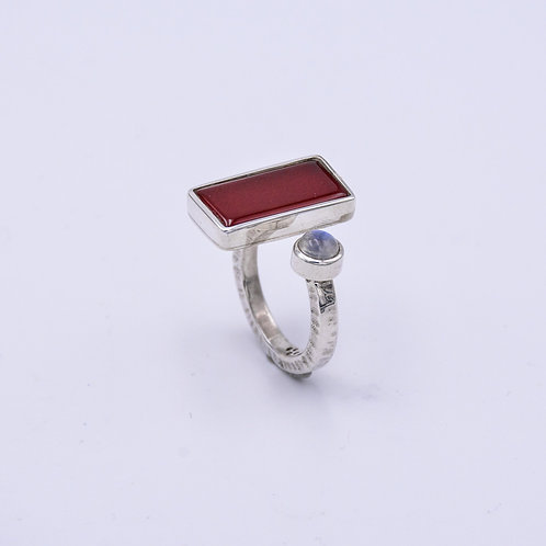 CARNELIAN AND MOONSTONE RING
