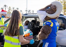12-22-20 LA Rams-LA Regional Food Bank Giveaway Gallery