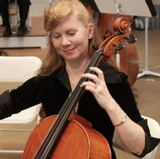 Cellist warming up