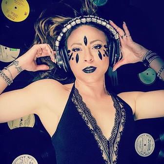 _ladyverse #vinylrecords #photography #p