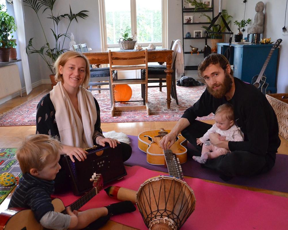 playing together, musicera tillsammans, musicera med barn
